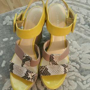 Gorgeous yellow sandals!